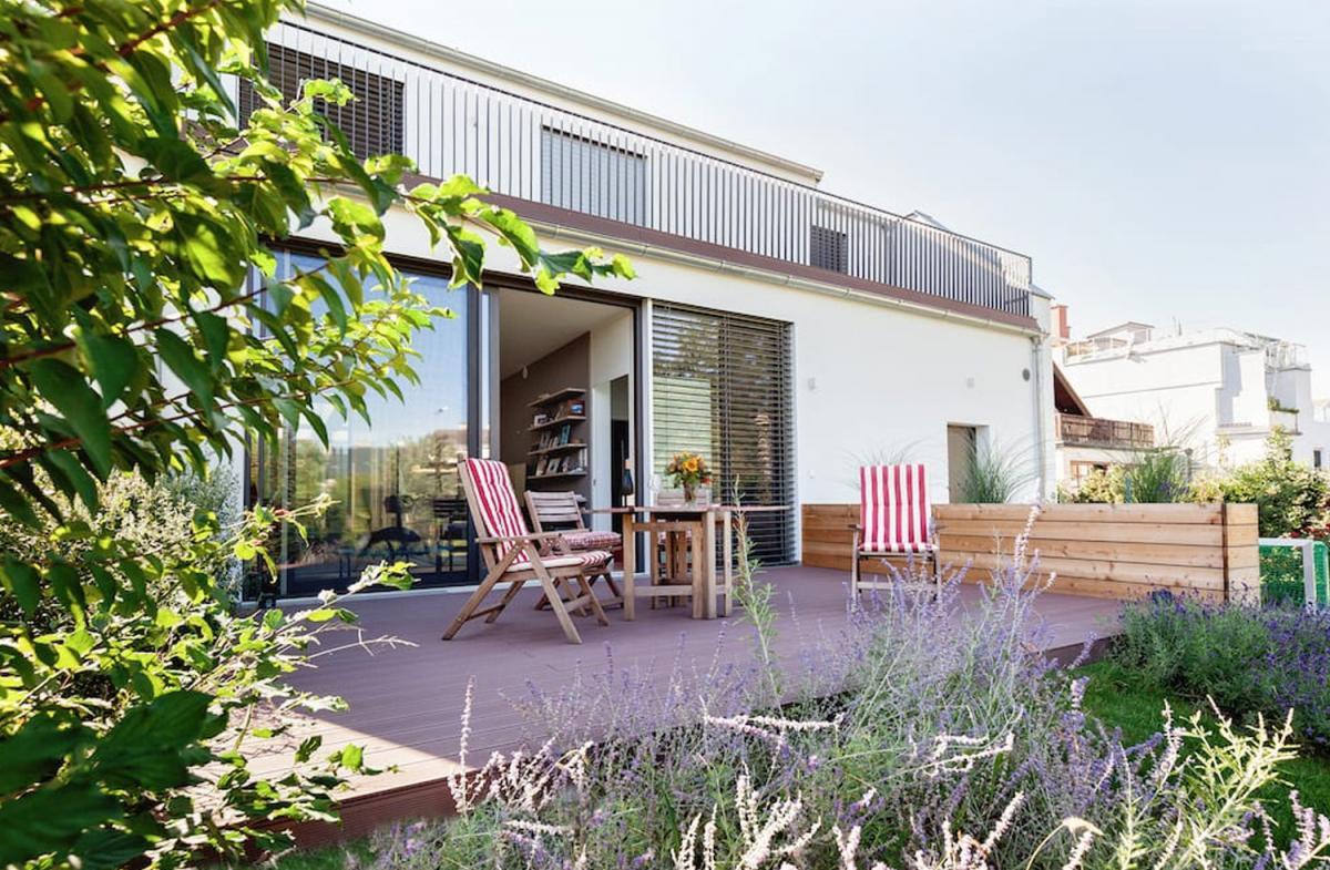 Urlaub Zuhause WPC Terrassen für den perfekten Outdoor Sommer ...
