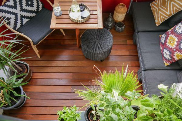 Tiny Outdoor-Spaces: Luxus-Holzterrasse auf fünf Quadratmetern