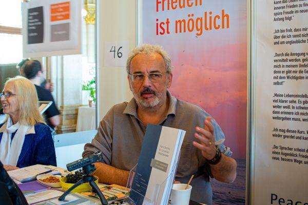 """""""Warum mich Helfen glücklich macht"""" – Wohngesund Geschäftsführer Gottfried Crepaz im Interview"""
