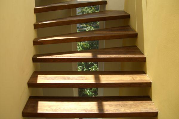 Stufen freitragend