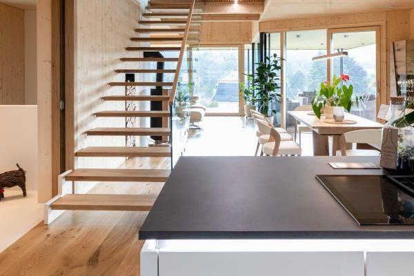 Shop the Look: Stylisch in Holz Atmosphärisches Wohlfühlfeeling für Drinnen und Draußen
